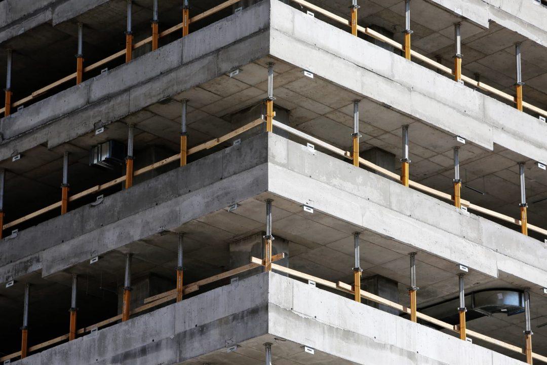 Construcción de parqueo en Coalsa